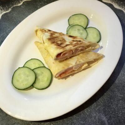 «Треугольники» из лаваша с колбасой и сыром - рецепт с фото