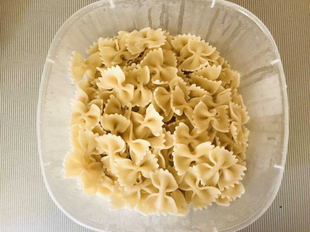 Фото рецепта - Фарфалле с куриным филе и сметаной - шаг 6