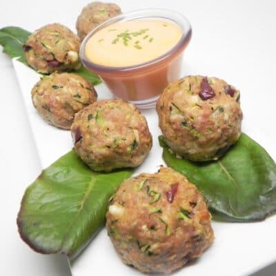 Фрикадельки из индейки и кабачков с соусом из перца - рецепт с фото