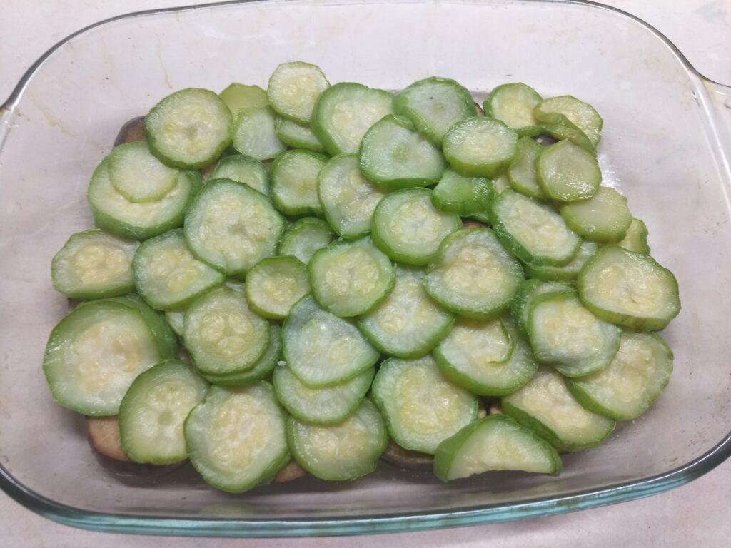 Фото рецепта - Запеканка из кабачков, баклажанов и салями - шаг 2