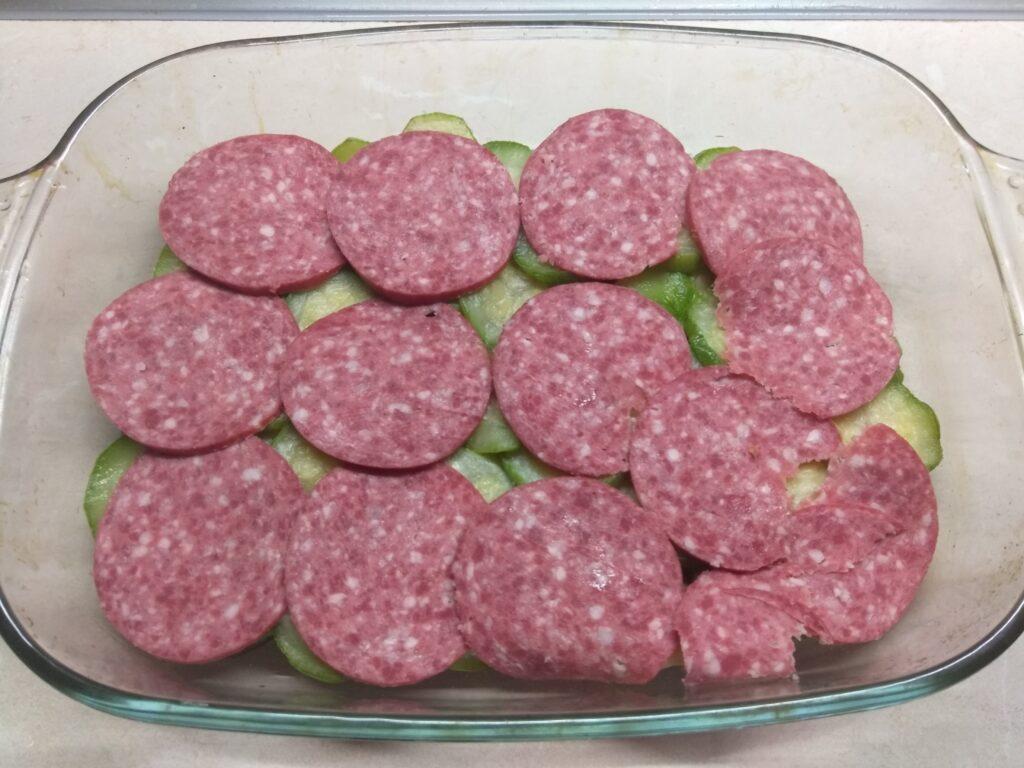 Фото рецепта - Запеканка из кабачков, баклажанов и салями - шаг 3