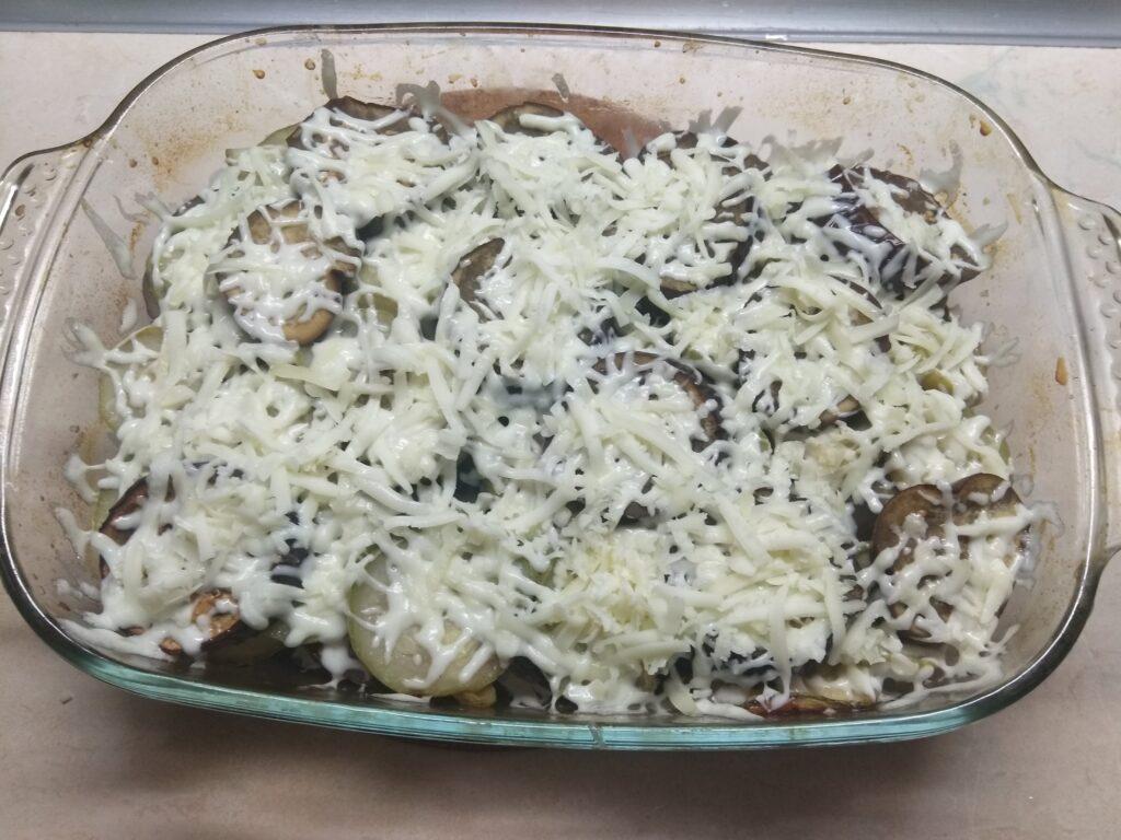 Фото рецепта - Запеканка из кабачков, баклажанов и салями - шаг 4
