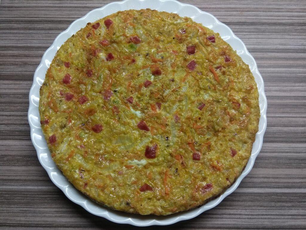 Фото рецепта - Яичная запеканка с капустой и салями - шаг 8