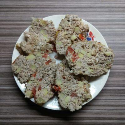 Мясной хлебец с помидорами и яблоками - рецепт с фото