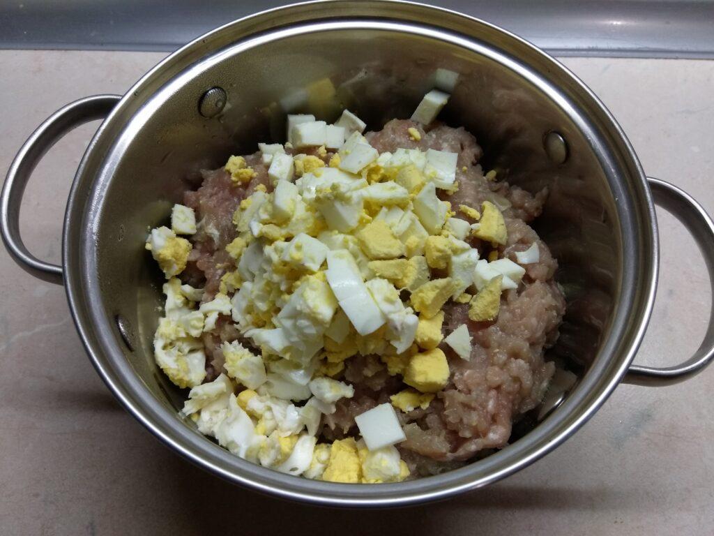 Фото рецепта - Мясной хлебец с морковью и яйцом - шаг 2