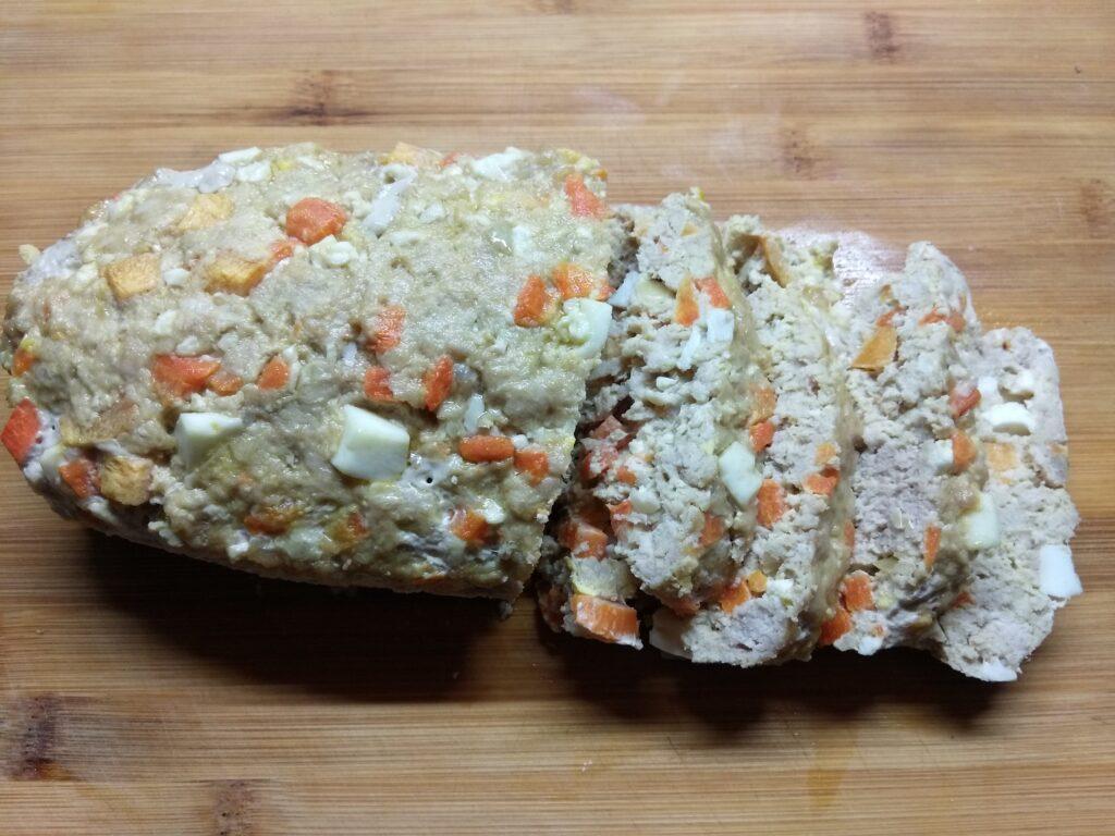 Фото рецепта - Мясной хлебец с морковью и яйцом - шаг 5