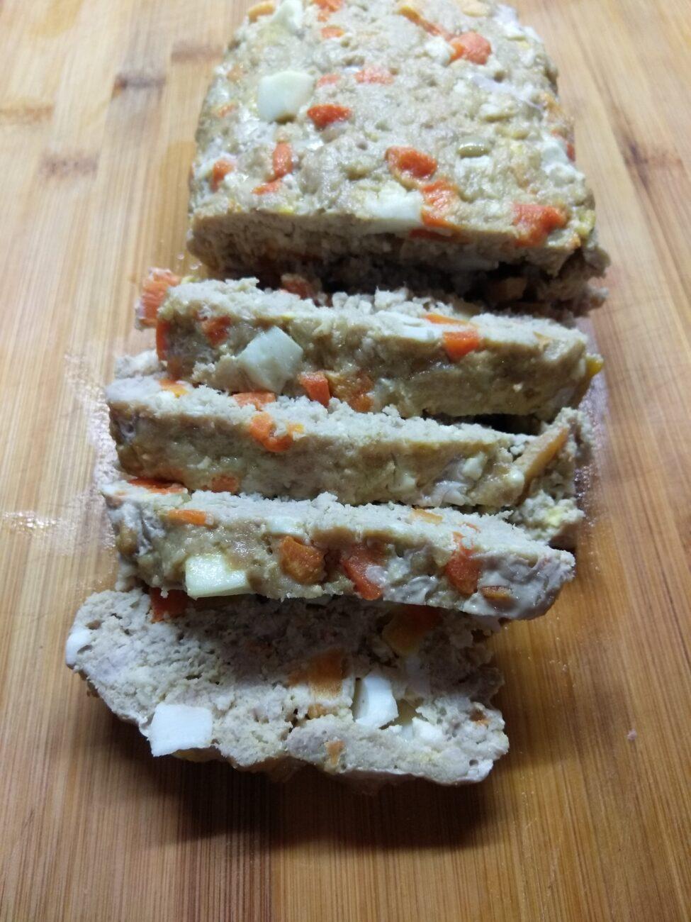 Мясной хлебец с морковью и яйцом
