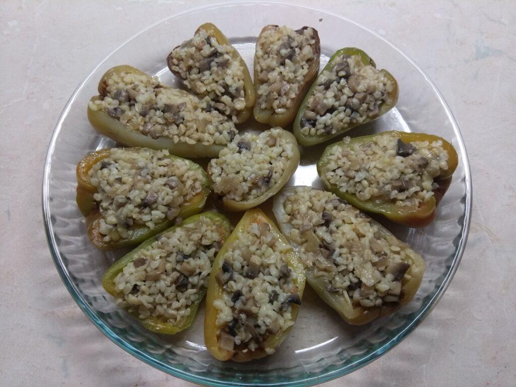 Фото рецепта - Перец, фаршированный булгуром и шампиньонами - шаг 5