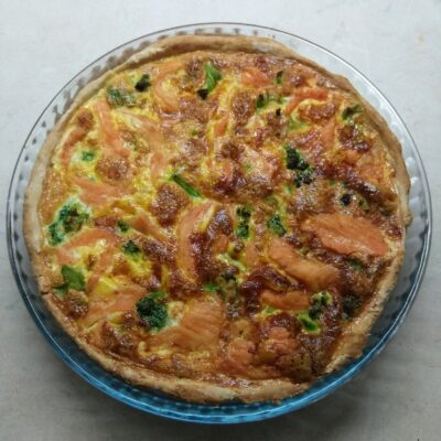 Киш с лососем, сыром и брокколи - рецепт с фото