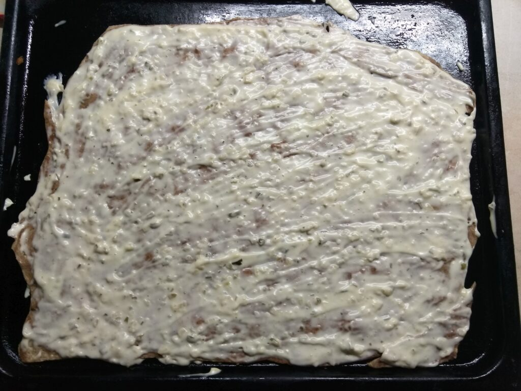 Фото рецепта - Пицца с лососем и сыром - шаг 1