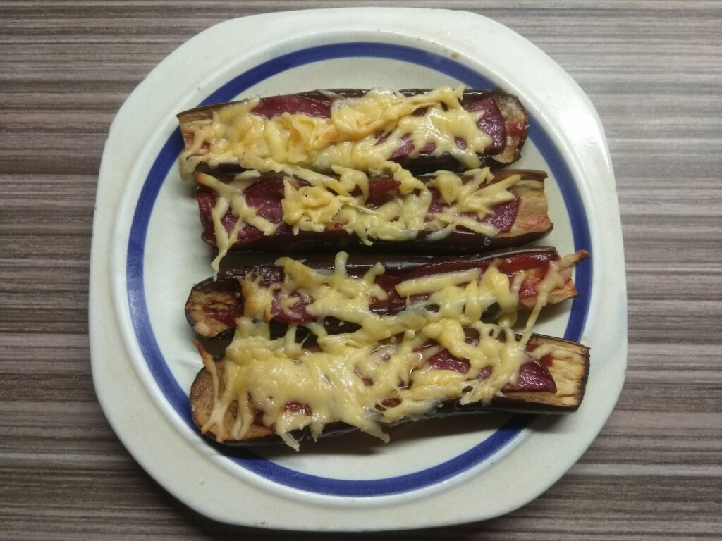 Фото рецепта - Запеченные баклажаны с салями и сыром - шаг 6
