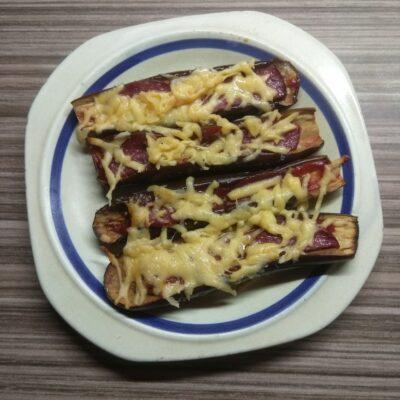 Запеченные баклажаны с салями и сыром - рецепт с фото