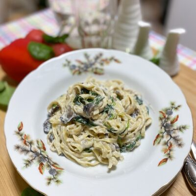 Паста с грибами и шпинатом - рецепт с фото