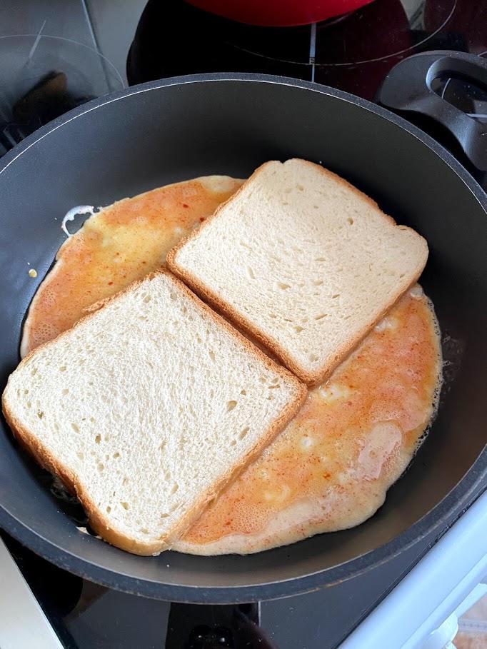 Фото рецепта - Омлет со шпинатом в тосте - шаг 7