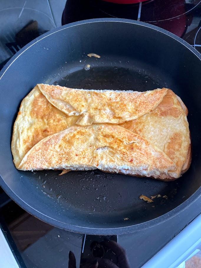 Фото рецепта - Омлет со шпинатом в тосте - шаг 10