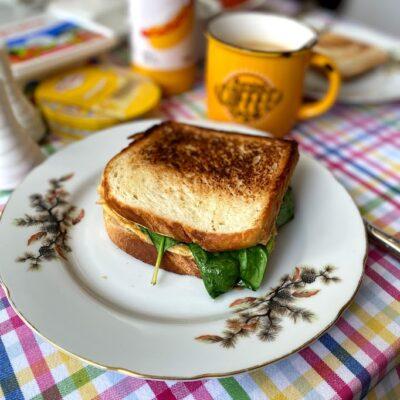 Омлет со шпинатом в тосте - рецепт с фото