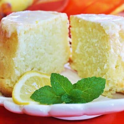 Лимонно-молочный пирог с лимонной глазурью - рецепт с фото