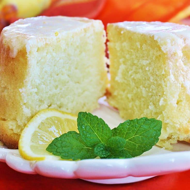 Лимонно-молочный пирог с лимонной глазурью
