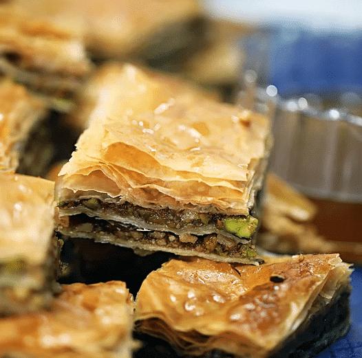 Медовая пахлава с орехами