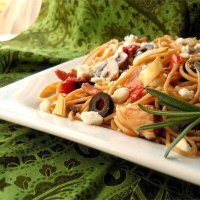 Средиземноморская паста с курицей - рецепт с фото