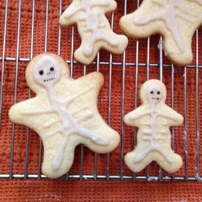 Печенье со скелетами на Хэллоуин - рецепт с фото