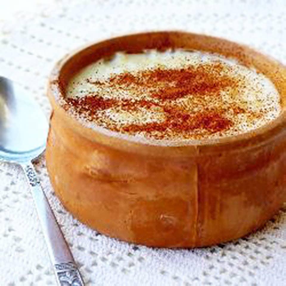 Греческий рисовый пудинг (ризогало)