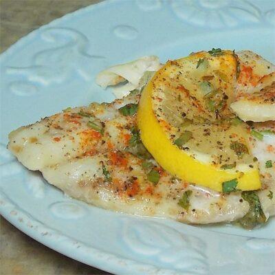 Запеченное рыбное филе с лимоном и пряностями - рецепт с фото