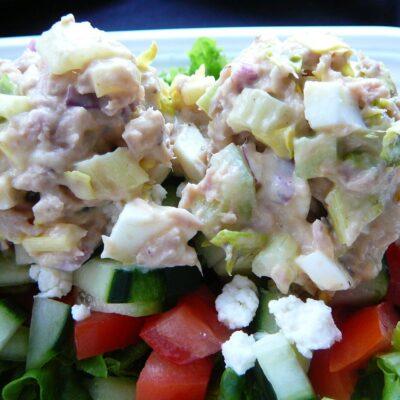 Салат с тунцом и сельдереем - рецепт с фото