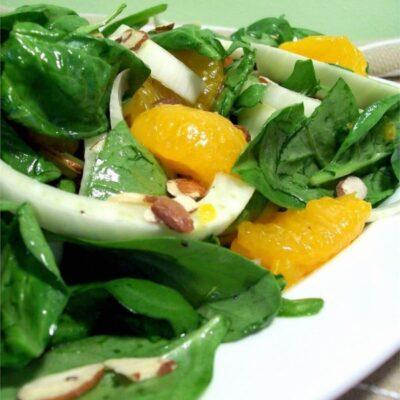 Салат из шпината с апельсинами - рецепт с фото