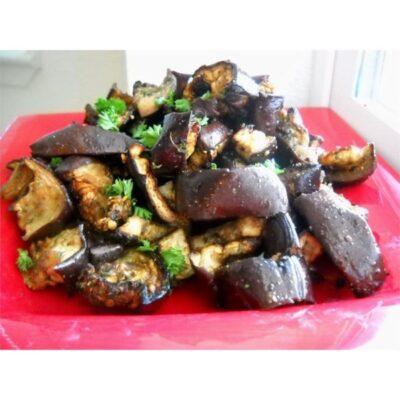 Салат из запеченных баклажанов с чесноком - рецепт с фото