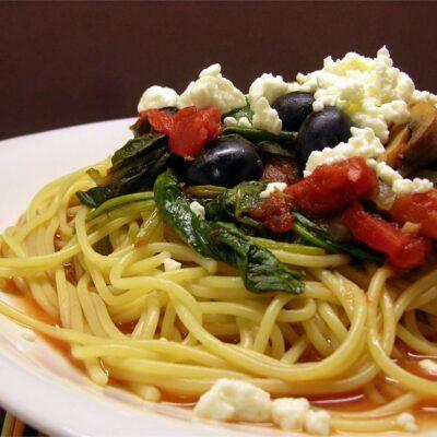 Спагетти с овощами и грибами - рецепт с фото