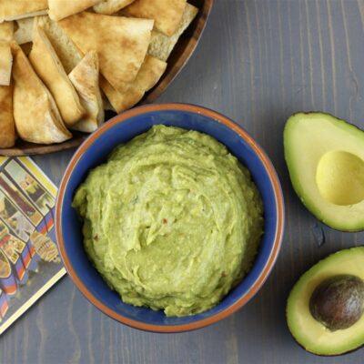 Закуска из хумуса и авокадо - рецепт с фото