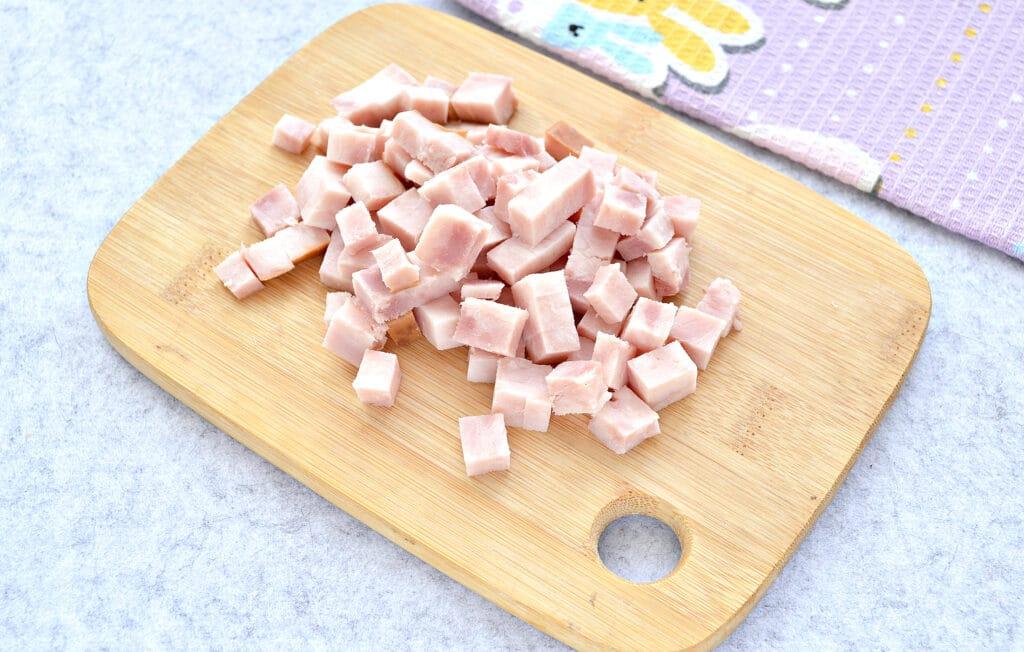 Фото рецепта - Быстрый салат с ветчиной и сыром - шаг 1
