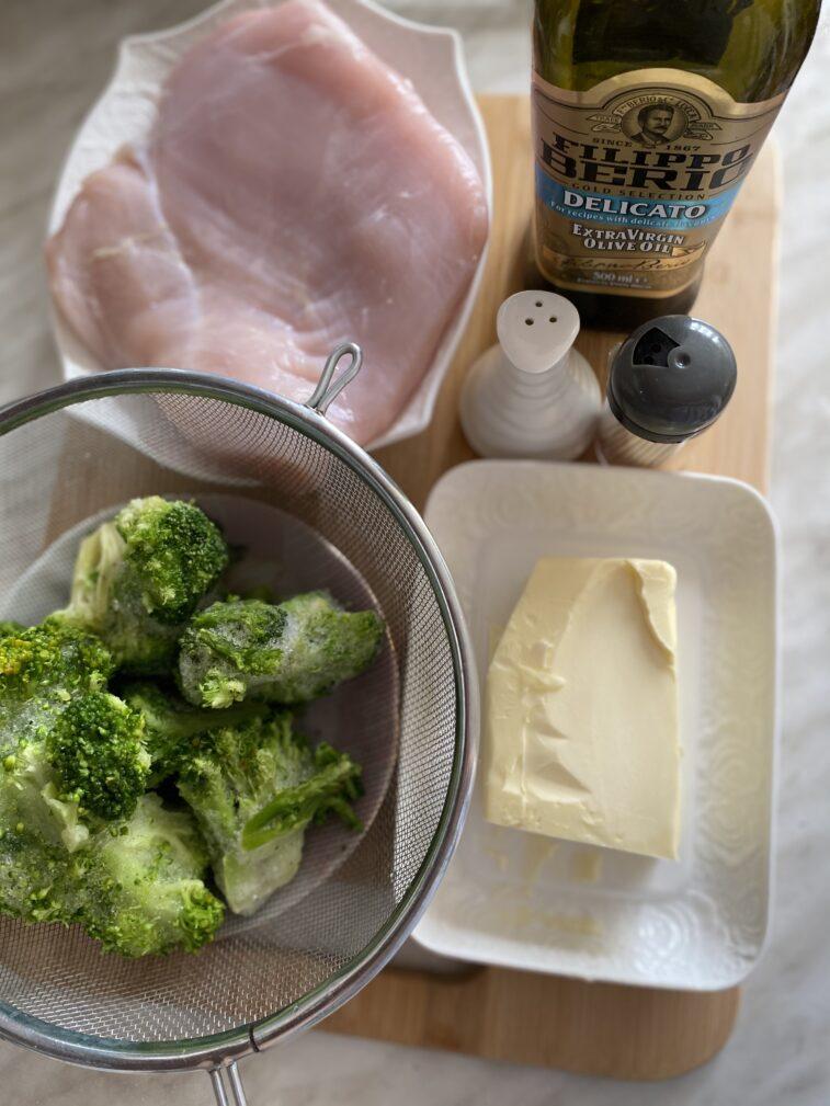 Фото рецепта - Рулетики из индейки с брокколи - шаг 1