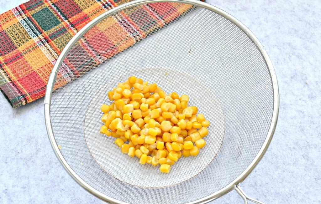 Фото рецепта - Крабовый салат с копченой курицей и рисом - шаг 2