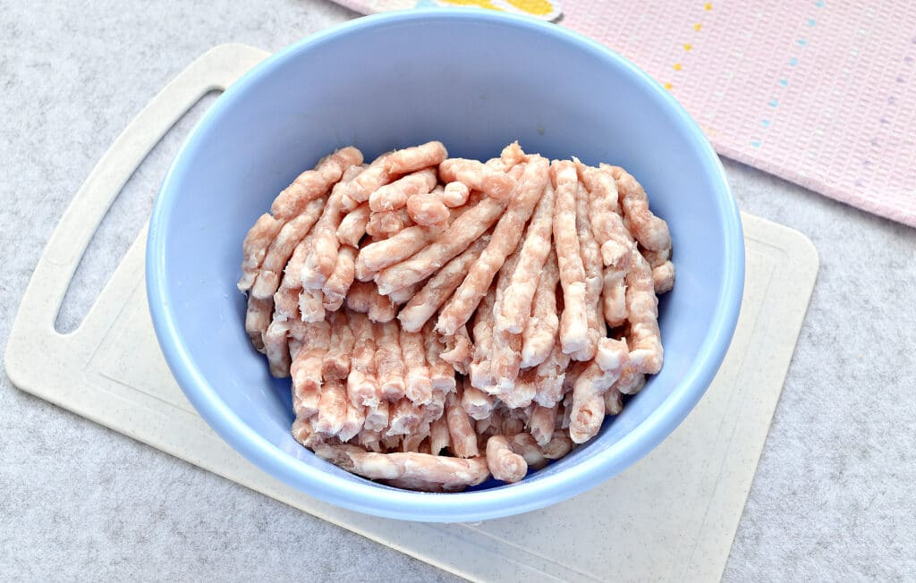 Фото рецепта - Пельмени с домашним фаршем - шаг 2