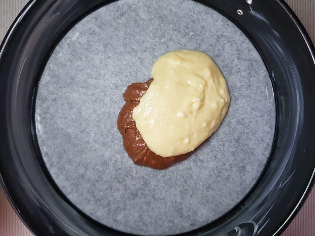 """Фото рецепта - Пирог """"Зебра"""" на сметане - шаг 5"""