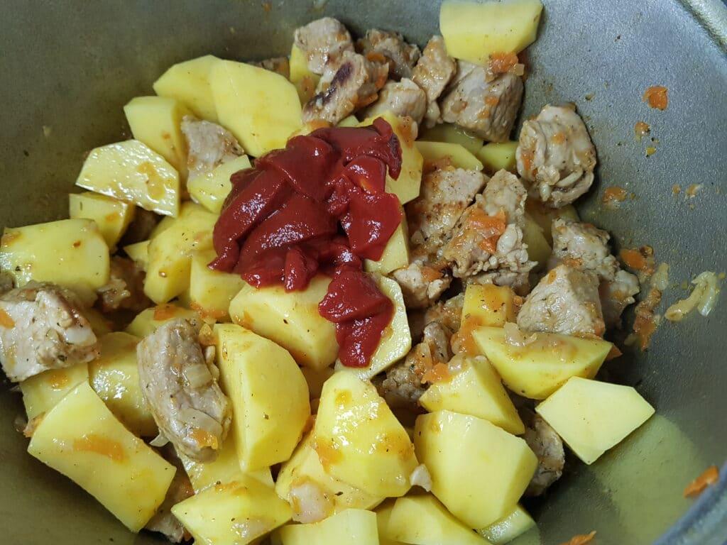 Фото рецепта - Жаркое по-домашнему из свинины - шаг 8