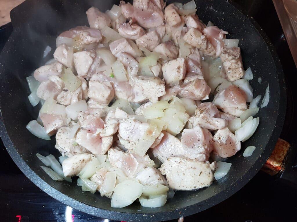 Фото рецепта - Блинчики фаршированные куриным фаршем - шаг 4