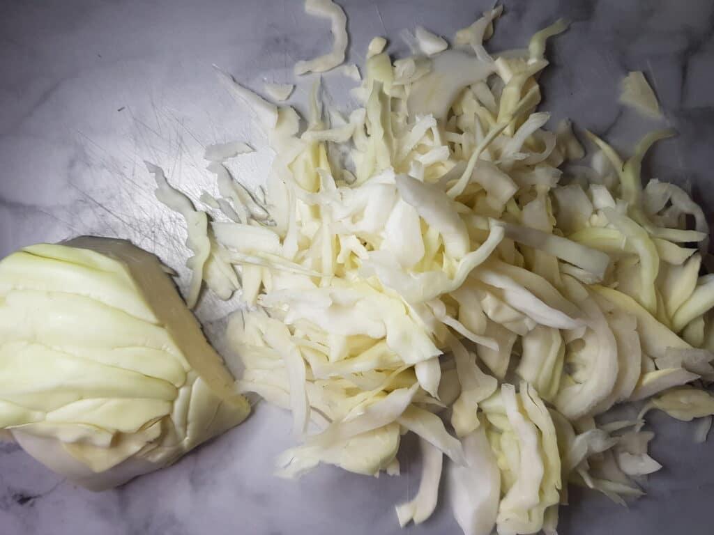 Фото рецепта - Пирог с тушеной капустой - шаг 4