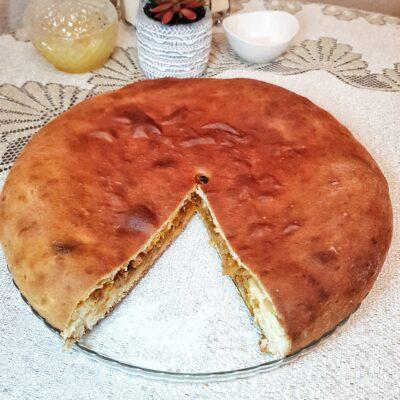 Пирог с тушеной капустой - рецепт с фото