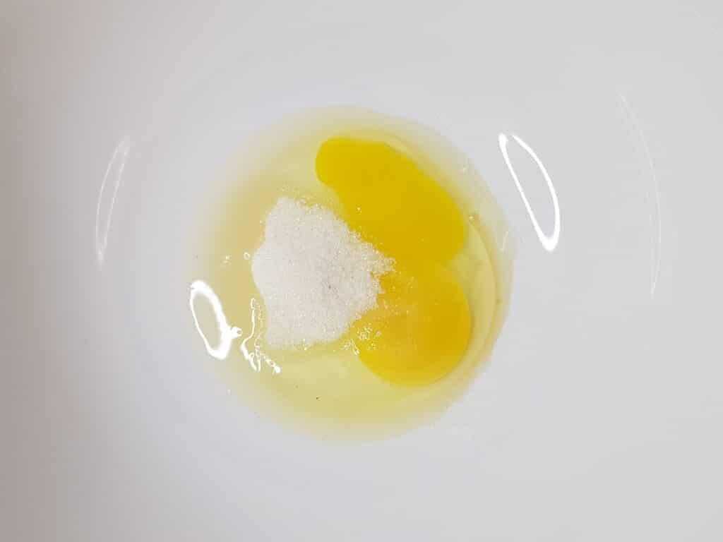 Фото рецепта - Воздушные панкейки на молоке - шаг 2