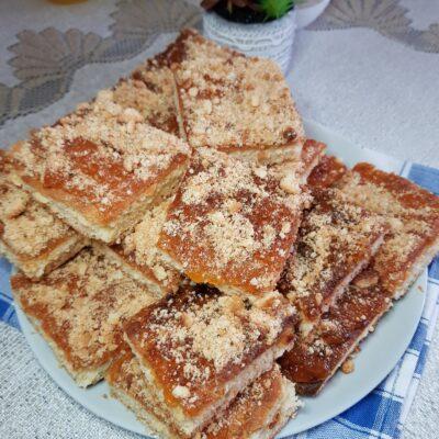 Песочный пирог с персиковым джемом - рецепт с фото
