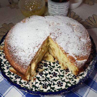 Шарлотка с яблоками в духовке - рецепт с фото