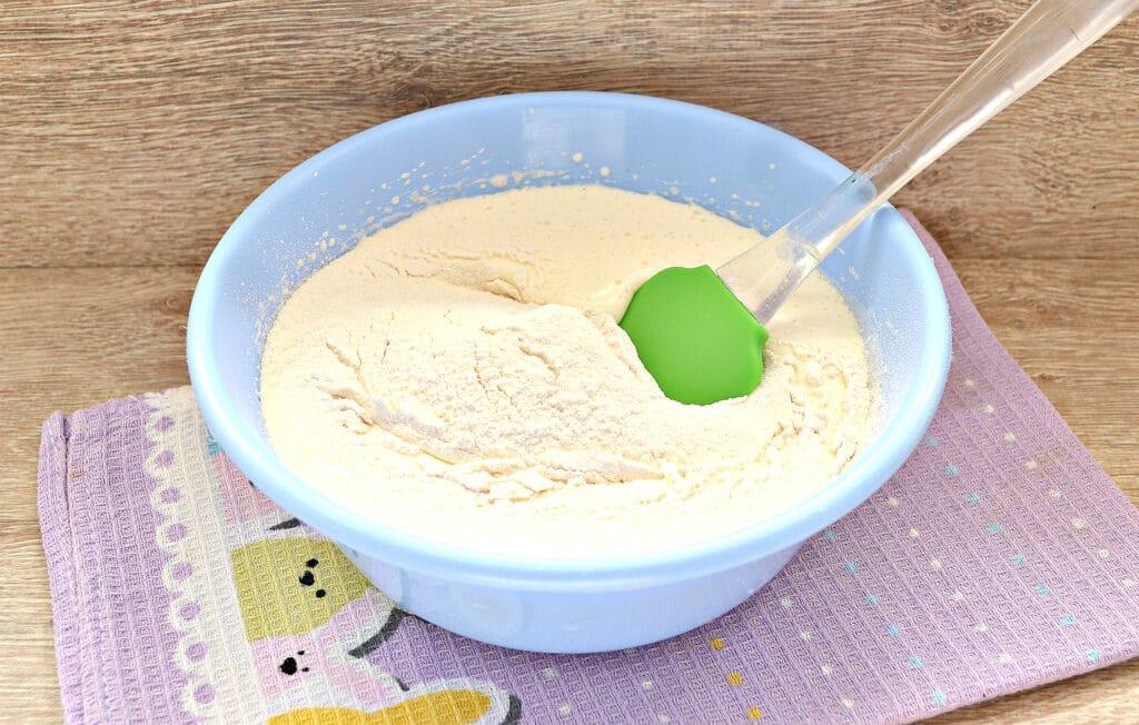 Фото рецепта - Быстрый заливной пирог с тертыми яблоками - шаг 3