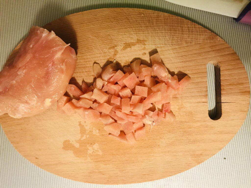 Фото рецепта - Рубленные куриные котлеты с белым хлебом и зелёным луком - шаг 1