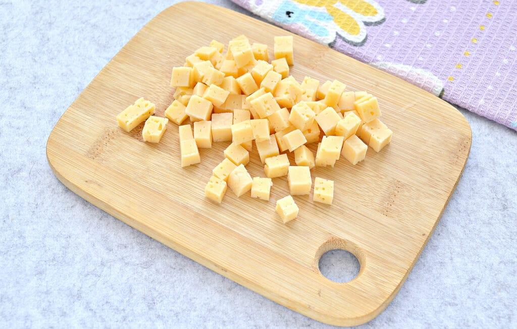 Фото рецепта - Быстрый салат с ветчиной и сыром - шаг 4