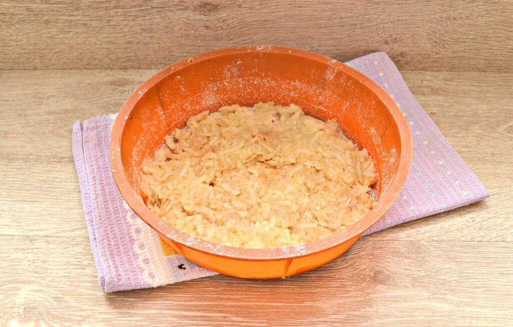 Фото рецепта - Быстрый заливной пирог с тертыми яблоками - шаг 5