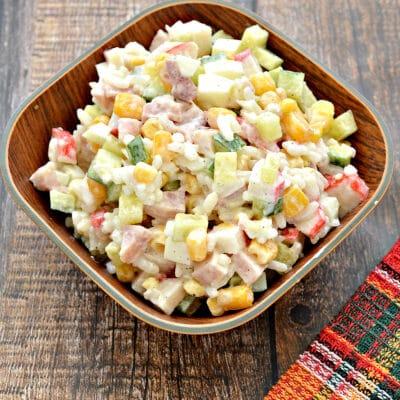 Крабовый салат с копченой курицей и рисом - рецепт с фото
