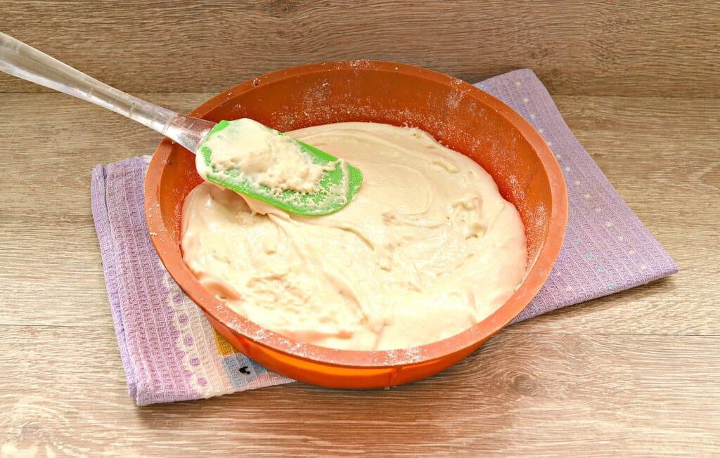 Фото рецепта - Быстрый заливной пирог с тертыми яблоками - шаг 6